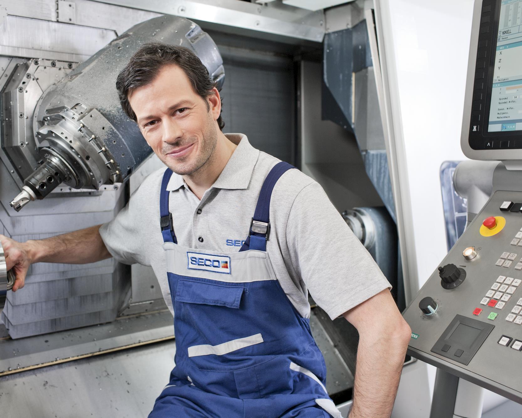 HQ_IMG_Technician_On_Machine_2.tif