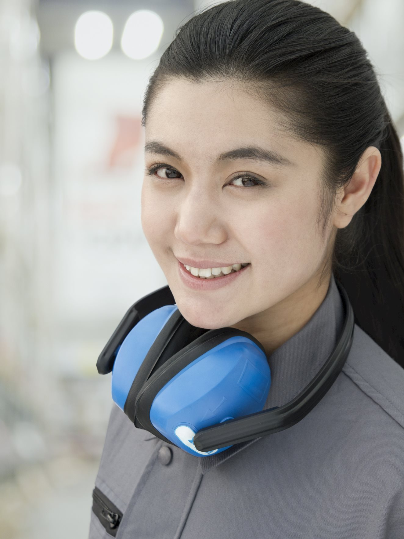 HQ_IMG_Chinese_Factory_Worker_With_Headphones.jpg