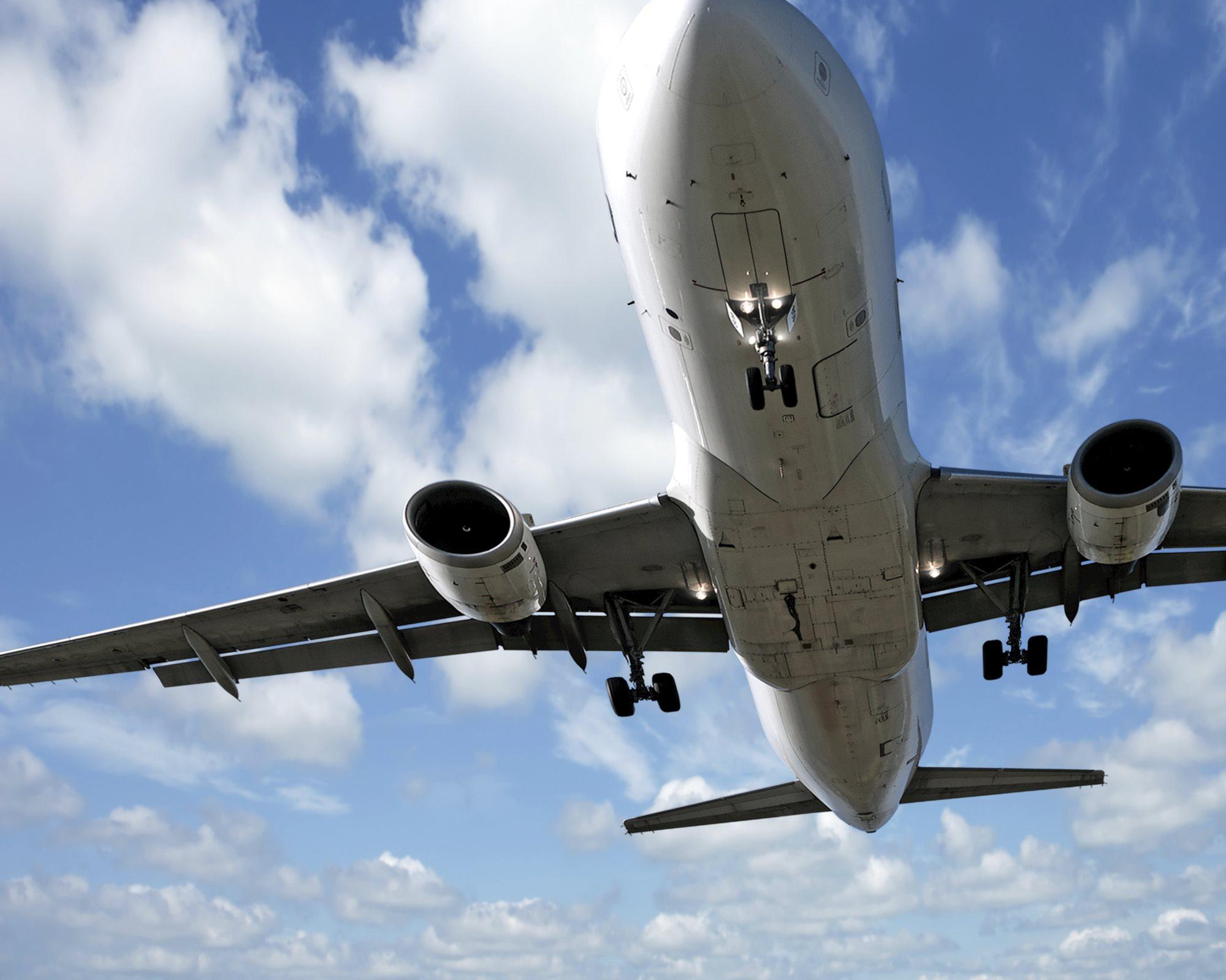 Jet_Airplane_Landing.jpg